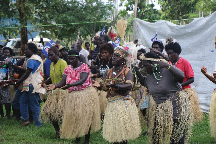 A Creative Peace workshop brought together 43 local artists who reflected on the Bougainville Peace Agreement and presented their art work to the local communities. Photo: UNDP/Serah Aupong